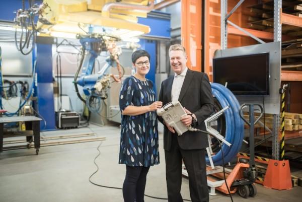 Johanna Krappe ja vararehtori Juhani Soini. Kuvaus: Ilkamo & AcArdle photography
